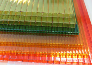 Acryl als Material für Hängesessel.